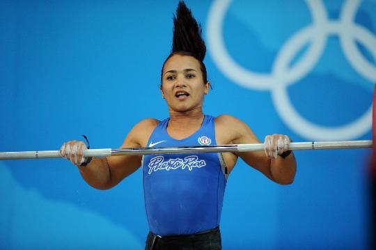 图文-女举58公斤级决赛赛况 莫拉莱斯在比赛中