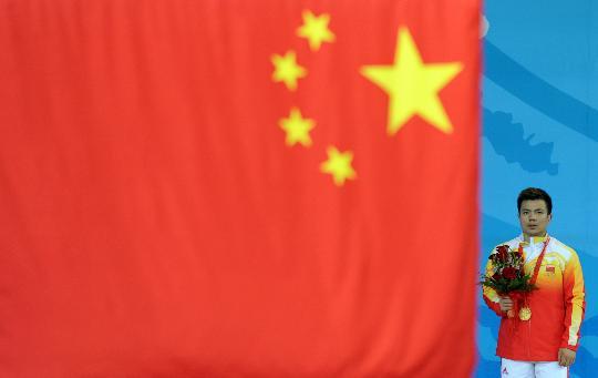 图文-举重62公斤级张湘祥夺金 张湘祥为国争光