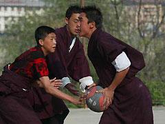 不丹学生喜欢篮球
