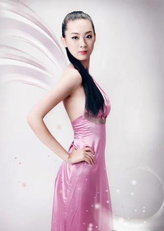 开幕式举中国牌子的美女