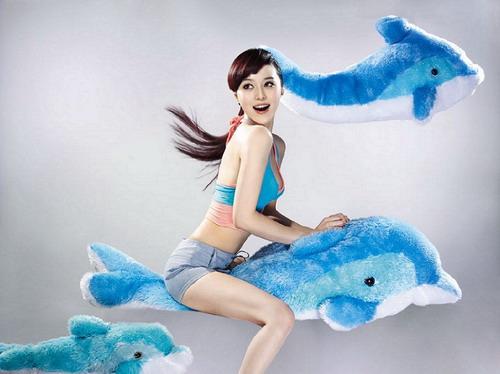 图文-范冰冰奥运时尚写真 与海豚漫游