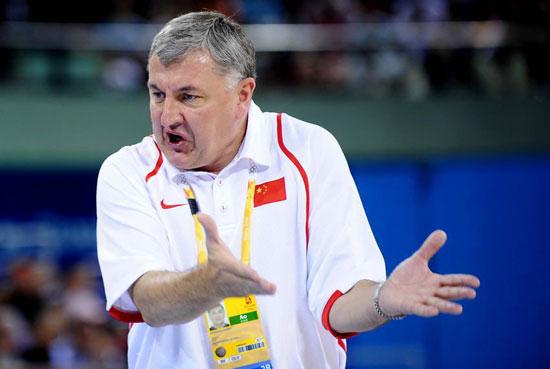 图文-教练搞怪表情大集合 男篮主教练尤纳斯