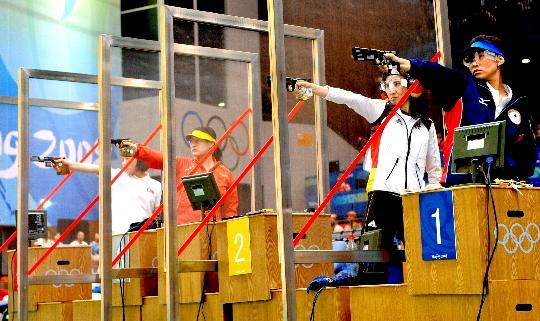 图文-08奥运会射击比赛集锦 沉稳的陈颖