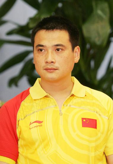 图文-中国射击队奥运庆功宴 男子50米步枪三姿冠军邱健