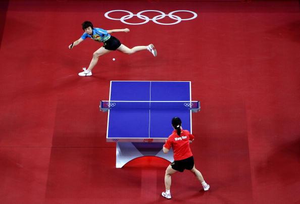 图文-奥运会乒乓球经典瞬间回顾 张怡宁十分顽强