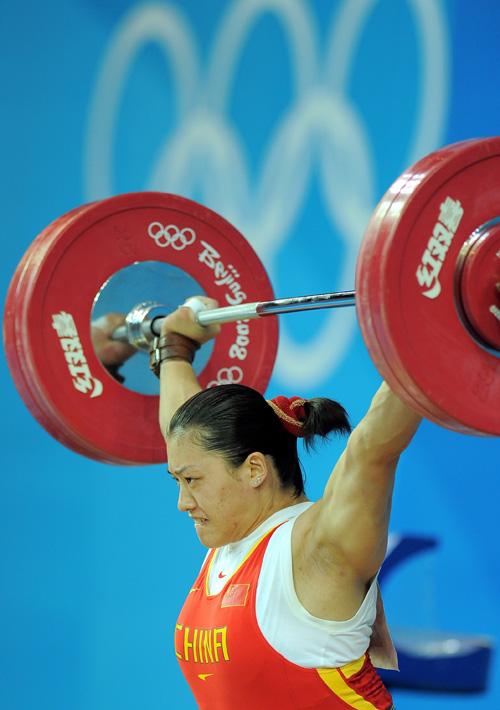 图文-[奥运]女子举重75公斤 曹磊打破抓举奥运纪录