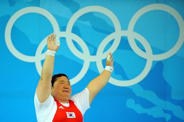 图文-[奥运]女举75公斤以上级 张美兰3破纪录夺冠