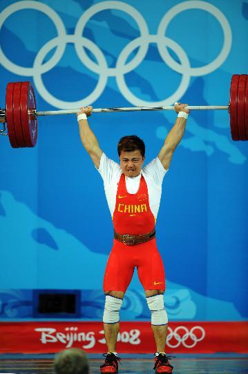 图文-08奥运会举重比赛集锦 张湘祥顺利举起杠铃
