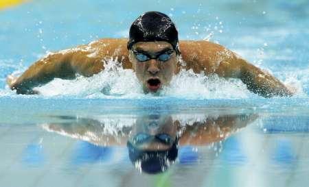 图文-400米混合泳菲尔普斯摘金 狂暴出水之势