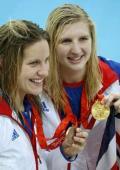 图文-女子400自阿德灵顿夺冠 冠军季军展示奖牌