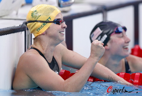 图文-奥运女子100米蝶泳决赛 特里克特获得金牌