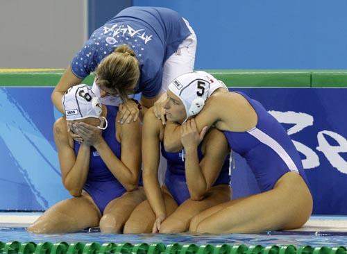 图文-奥运会17日女子水球赛况 失利滋味很难受