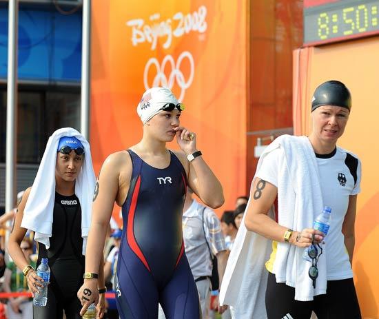 图文-女子10公里公开水域决赛 各国选手准备比赛