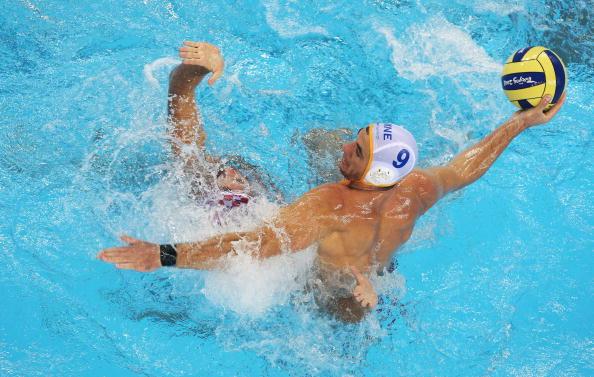 图文-奥运会20日男子水球八强赛 压制对手