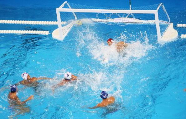 图文-奥运会20日男子水球八强赛 终于进球了