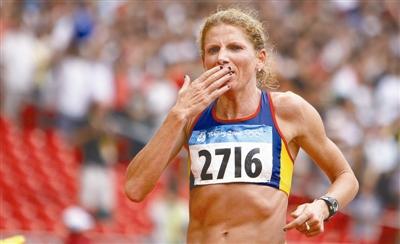 38岁高龄夺女子马拉松赛冠军 托梅斯库:我还能跑
