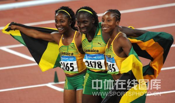 图文-女子100米牙买加选手夺金 牙买加包揽前三