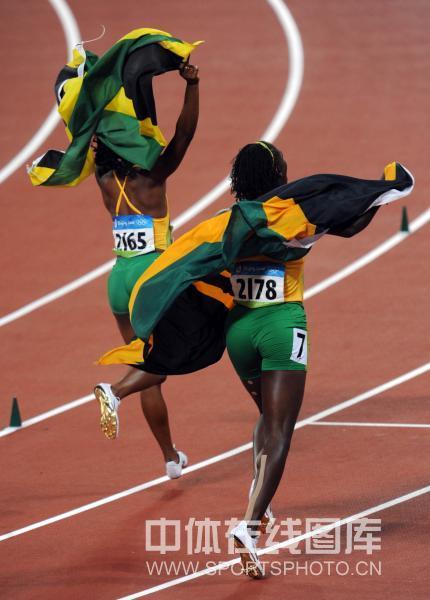 女子100米决赛牙买加包揽前三
