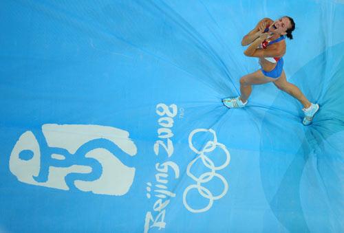 图文-伊辛巴耶娃刷新世界纪录 我爱北京奥运