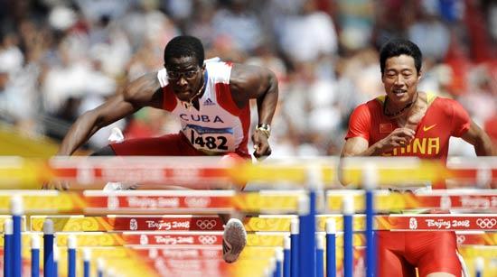 图文-刘翔出战110米栏预赛 罗伯斯与中国选手