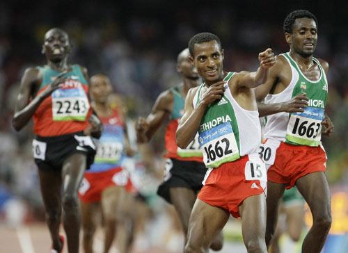 图文-男子万米刷新世界记录 贝克勒享受冠军
