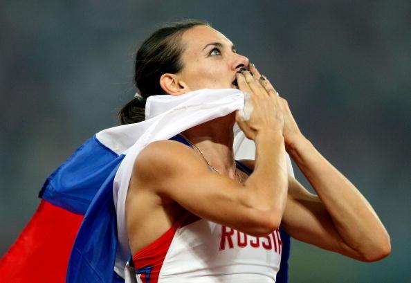 图文-奥运会女子撑杆跳决赛 伊辛巴耶娃送出飞吻