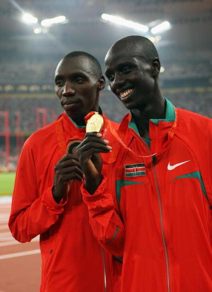 图文-男子3000米障碍赛决赛 基普鲁托展示金牌