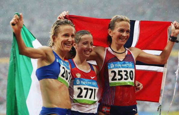 图文-田径女子20公里竞走决赛 三甲国旗飘扬赛场