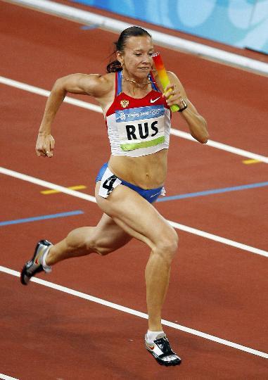 图文-女子4X100接力俄罗斯队夺金 尤丽娅比赛中