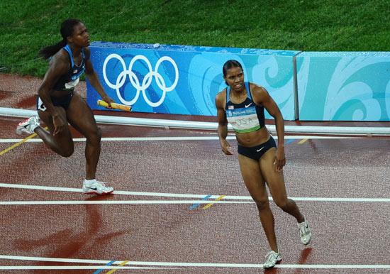 图文-田径女子4x100米预赛 威廉姆斯重新出发
