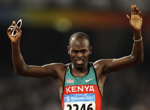 图文-田径男子800米决赛 邦盖庆祝金牌到手