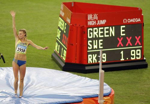 图文-田径女子跳高决赛打响 瑞典选手完成动作