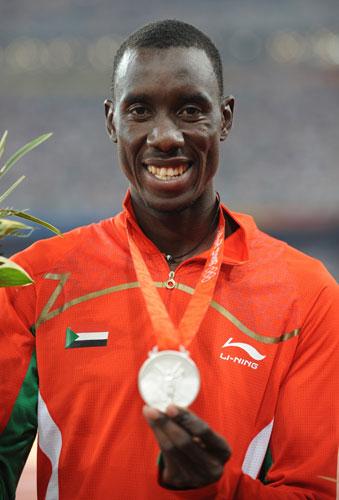 图文-[奥运]田径男子800米 艾哈迈德展示银牌