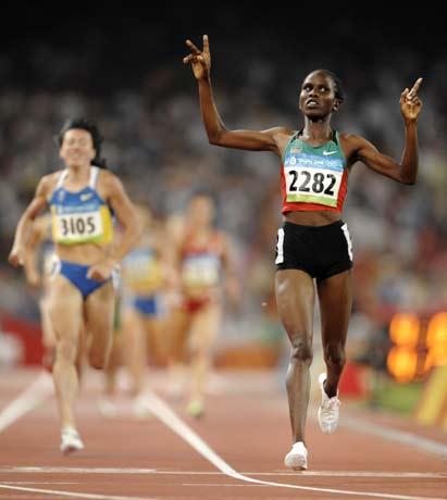 图文-[奥运]田径女子1500米决赛 兰加特轻松撞线