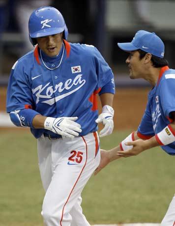 图文-[奥运]棒球韩国3-2古巴 鼓励一下队友