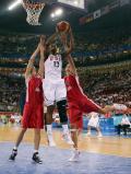 图文-美国女篮97-57胜捷克 篮下单打以一敌二