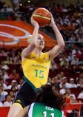 图文-奥运会11日女篮小组赛赛况 杰克逊投篮