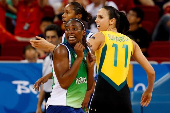 图文-奥运会11日女篮小组赛赛况 她们在看什么