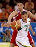 图文-[男篮小组赛]立陶宛86-79俄罗斯 互不相让