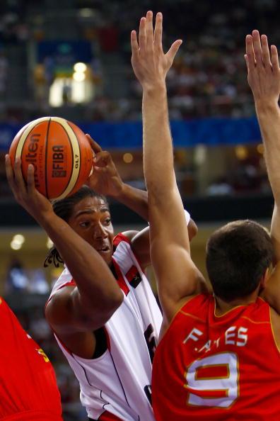 图文-男篮预赛安哥拉50-98西班牙 眼睛要观六路