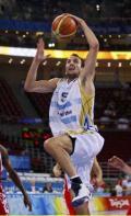 图文-男篮阿根廷91-79俄罗斯 吉诺比利上篮