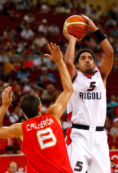 图文-男篮预赛安哥拉50-98西班牙 卡洛斯准备投篮