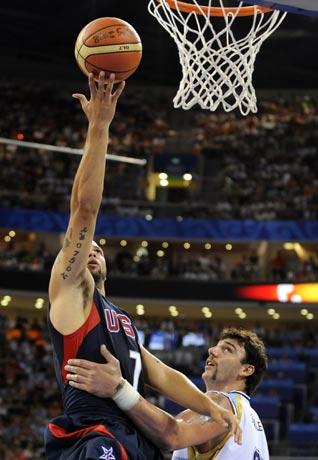 图文-美国胜阿根廷晋级男篮决赛 威廉姆斯轻松上篮