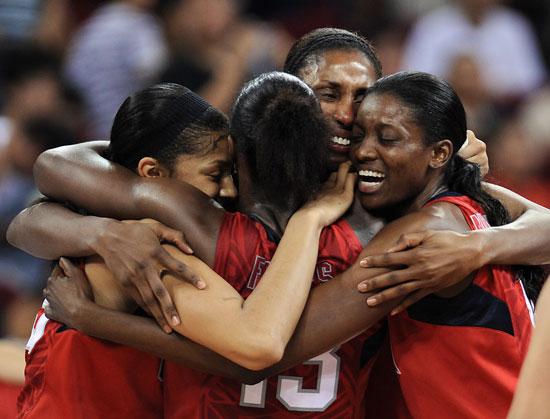 图文-[女篮决赛]美国92-65澳大利亚 篮球是5个人的