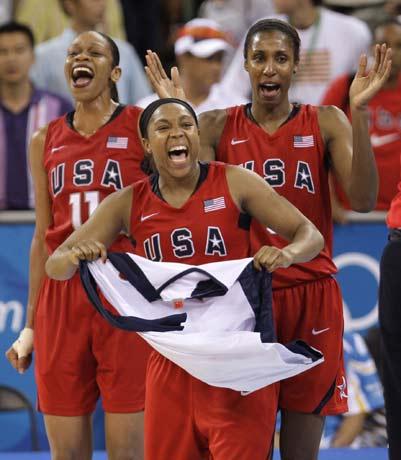 图文-[女篮决赛]美国92-65澳大利亚 忘记准备国旗