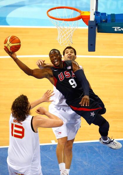图文-美国男篮118-107西班牙 韦德上篮难以阻挡