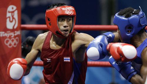 图文-拳击64公斤级决赛打响 成功躲过一拳