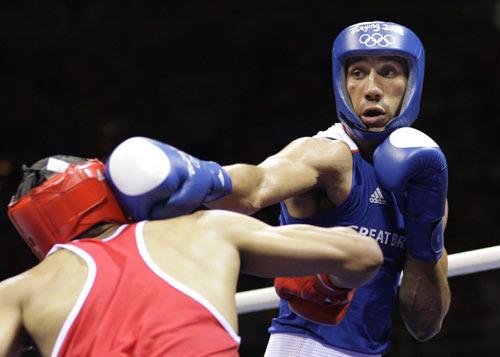 图文-拳击男子75公斤级决赛 一记直拳出手