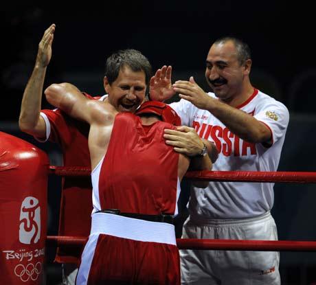 图文-拳击男子91公斤级决赛 教练欣喜若狂