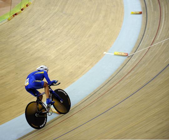图文-场地自行车女子个人追逐赛决赛 季军冲刺